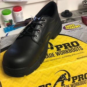 Brand new safety shoes by Shoes for Crews